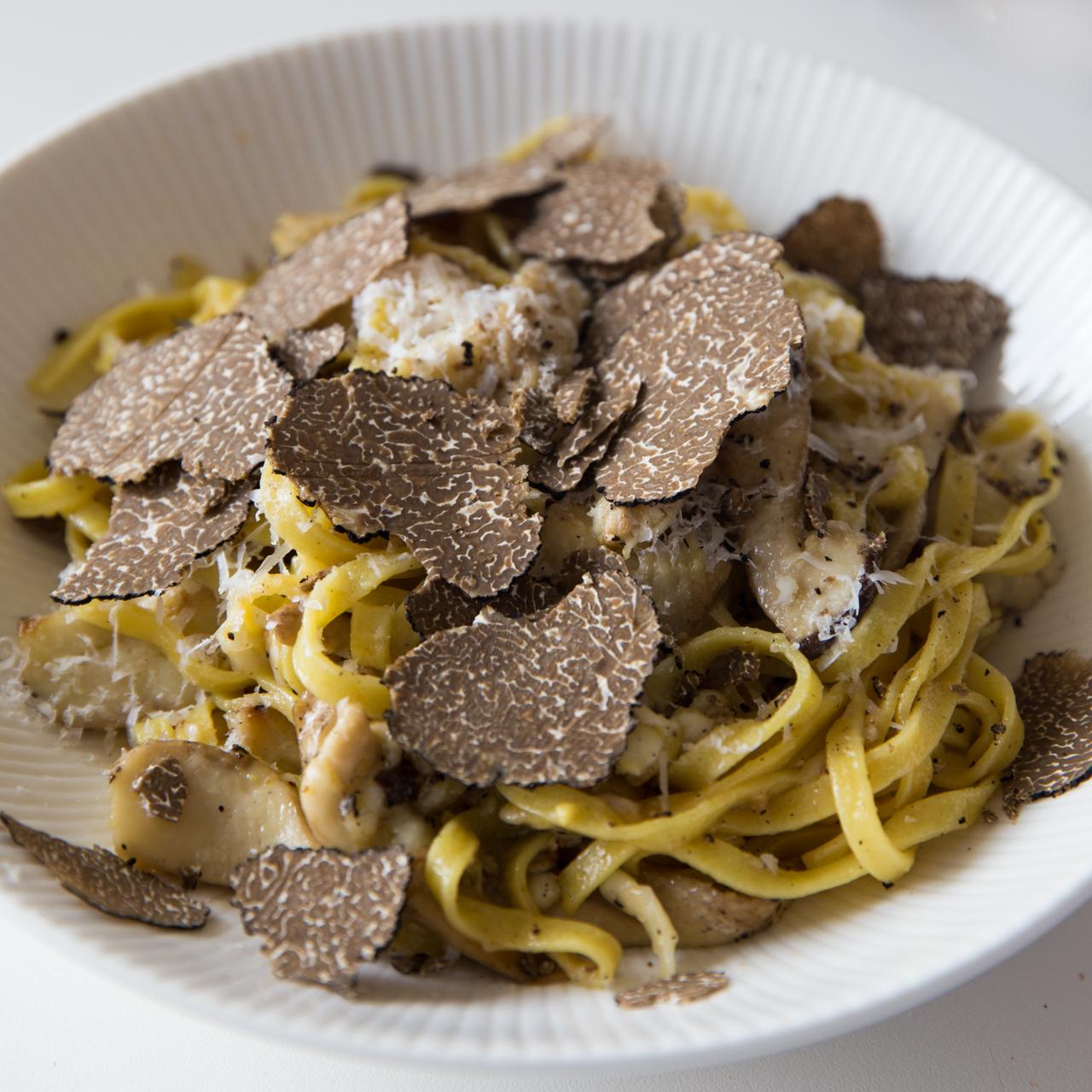 truffle-recipes-black-truffle-fettuccine-truffleat